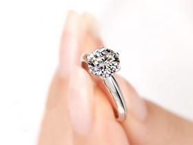 崇州求婚戒指订婚戒指,如何选择更合适?