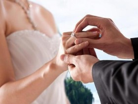 巴中结婚买黄金戒指还是钻戒?