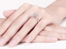 德西尔的戒指买白金还是黄金好?