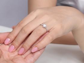 女性戒指戴在不同手指的意义