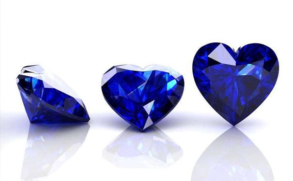 红宝石还是蓝宝石好看