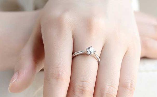 送爱人珠宝,你愿意选择定制的还是大众品牌呢
