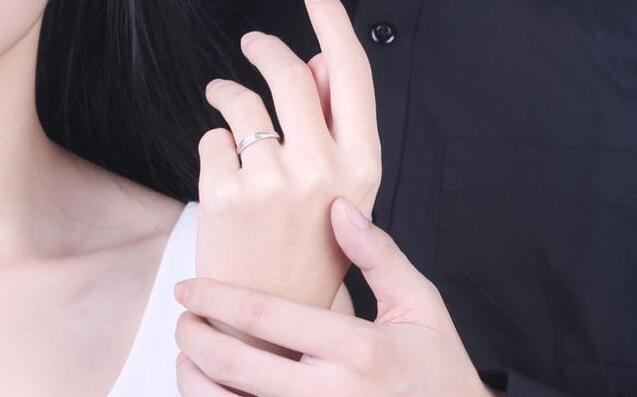 巴中结婚要买几个戒指?