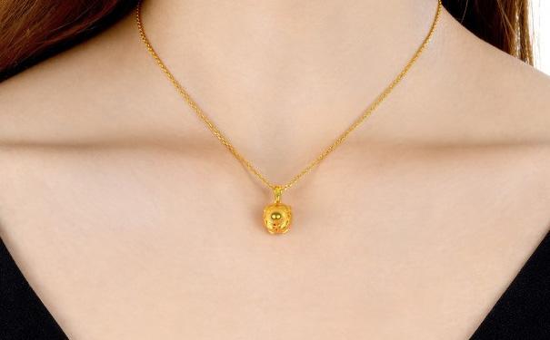 中年女性,买黄金项链好还是珀金项链好?