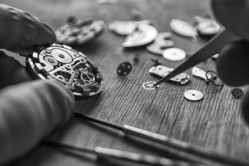 绵竹机械手表不走了去哪里维修手表?