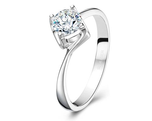 达州求婚戒指买什么样的?选择钻戒怎么样?