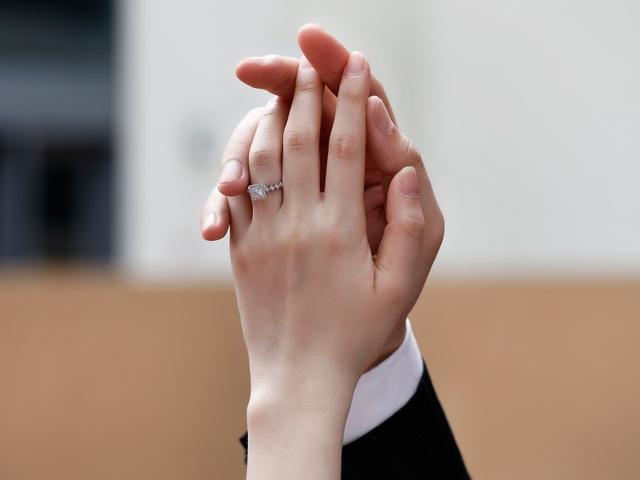 达州订婚戒指一般多少价位?