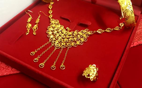 买黄金好还是铂金好?