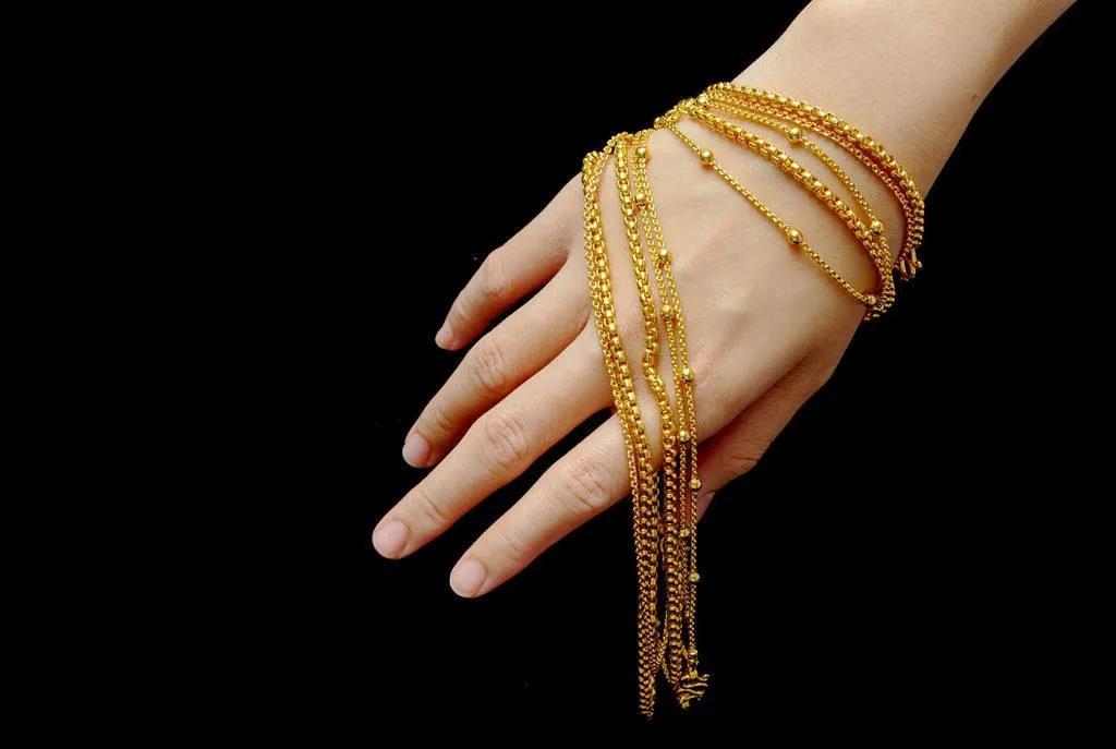 黄金手镯和黄金手链,哪个更值得买?