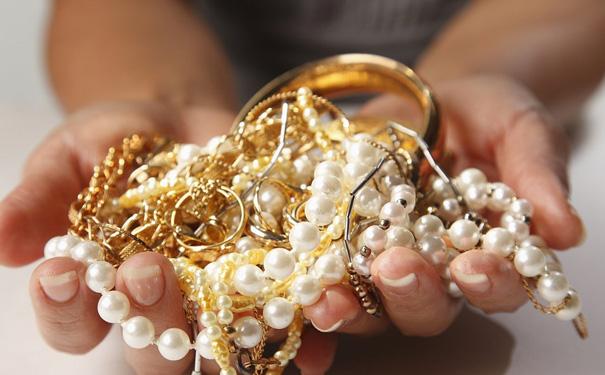 黄金首饰是回收好还是以旧换新好呢?